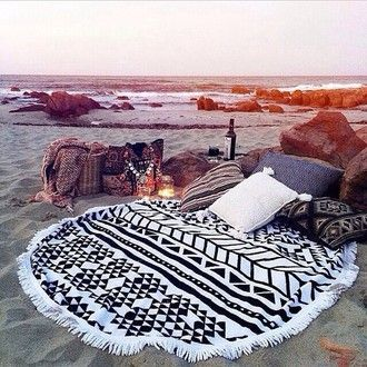 6 beach blanket must have's top image