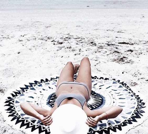 6 beach blanket must have's featured image